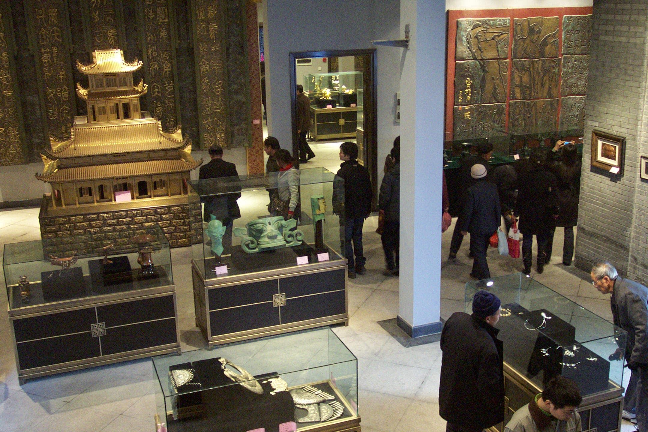本次展览由中国工艺美术学会,中国文物学会以及杭州市人民政府主办