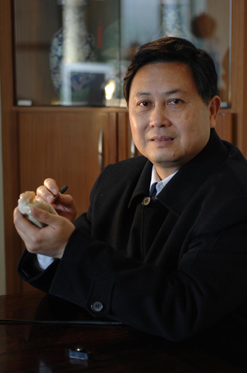 """大学文化,首届浙江省玉石雕刻大师,2009年被授予""""杭州市工艺美术大师""""图片"""